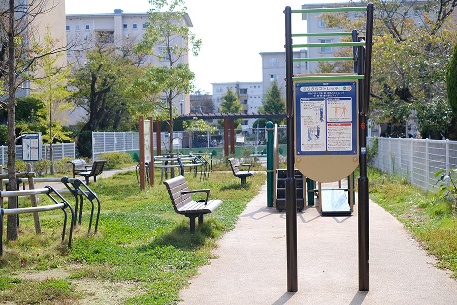 「みどりのその アンテナショップ原」の店内には、刺し子など手作り品が多数並ぶ