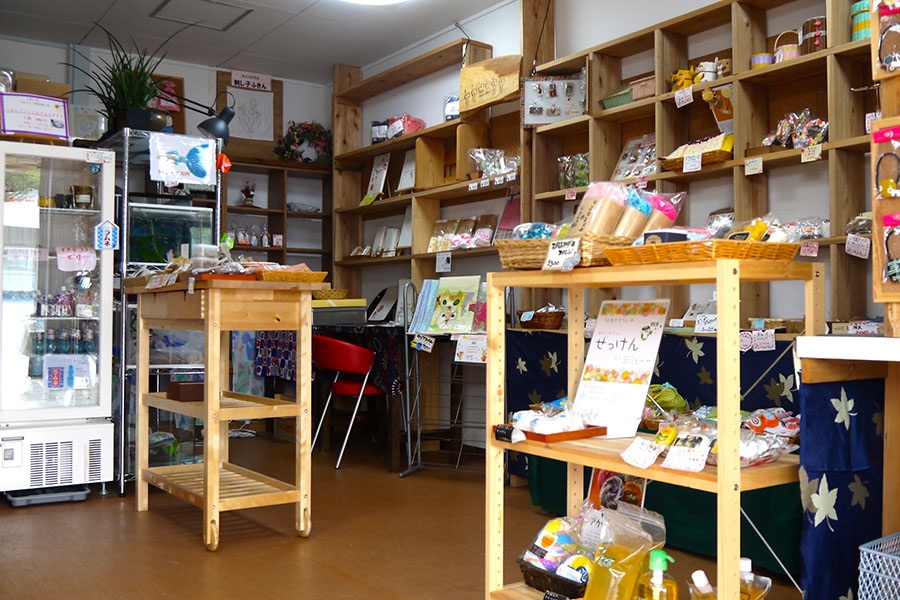 子どものおこづかいで買える駄菓子コーナー